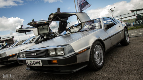 Daisy chain Starring: Delorean DMC-12 (by DropOut Media)