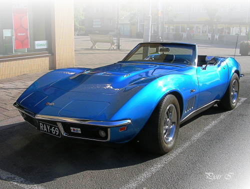 About to faint Starring: Chevrolet Corvette (by Pjotr I (On or off))
