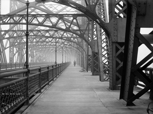rubodewig:  An experimental exposure made on the Queensboro Bridge, on February 9, 1910. (Eugene de Salignac/Courtesy NYC Municipal Archives) (via Historic Photos From the NYC Municipal Archives - In Focus - The Atlantic)