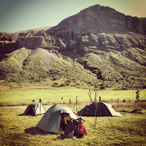 photoguide:  Photo Campers catching some sleep after a early rise #iceland #phototour #camping (Taken with Instagram at Svinafell)