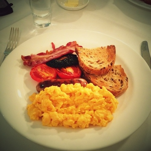 "Alessandra Ambrósio ♥ - "" Full English breakfast 3 pm in london!!! Jet leg "" -  Image from @AngelAlessandra official twitter account"