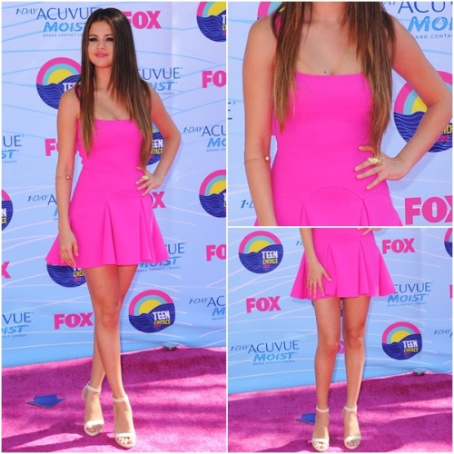 red carpet OUTFIT OF MONTH: July ♥ ‏ Selena wears: Dsquared² Resort 2013 Pink Skirt Detail Mini Dress Lana Jewelry Lumen Bangle Lana Jewelry Small Flash Hoops Herve Leger Nalina High-Heel Sandal