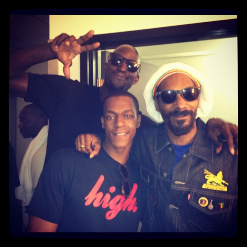 ballbeatsandbeer:  Snoop Dogg, losing the respect of every Los Angeles Lakers fan.  hahaa i fuckin' love rondo & kg. my babies <333