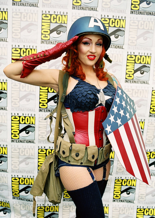 cosplaycomicsmusic:  Stephanie Castro as Captain America 15