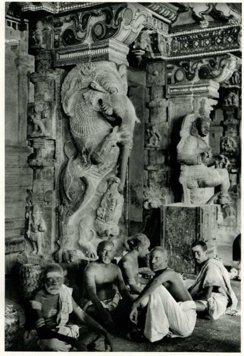 sombhatt:  Brahmins in the Great Temple at Madurai, Tamil Nadu, 1928