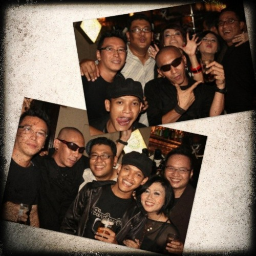 Back in 09. After doing our gig on Kafe Pisa Menteng Bday Party. Who's still sober? Me, of course! :))) *drink water