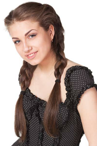 3 Thick Braids Braids are an attractive and easy way to manage thick hair. Braided hairstyles keep lots of hair in place with effortless style. Healthy and thick hair makes for plump plaits that show off the weave of different braids. Here are 3 thick braids that keep high volume hair beautifully in place.