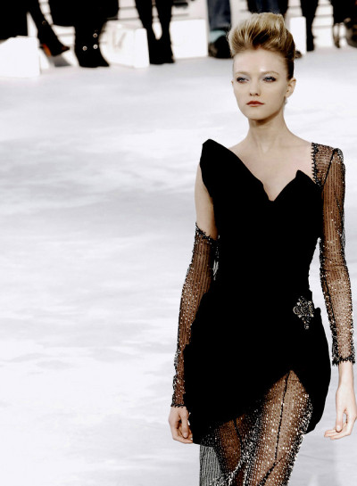voguelovesme:  Vlada Roslyakova at Chanel Haute Couture S/S 2008