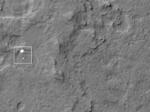 Mars Reconnaissance Orbiter captures Curiosity's chute and pod