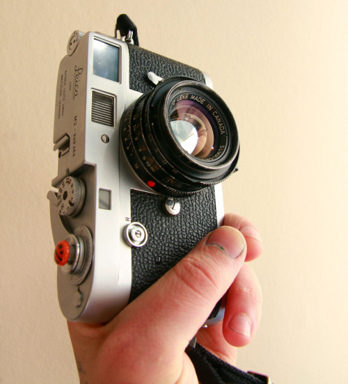 fuckyeahcameraporn:  Leica M2 and Summicron 35/2 (by Thomas Whittle)