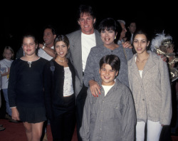 a-c-i-d-dream:   The pre-plastic kardashians everybody.  omg rob awwww