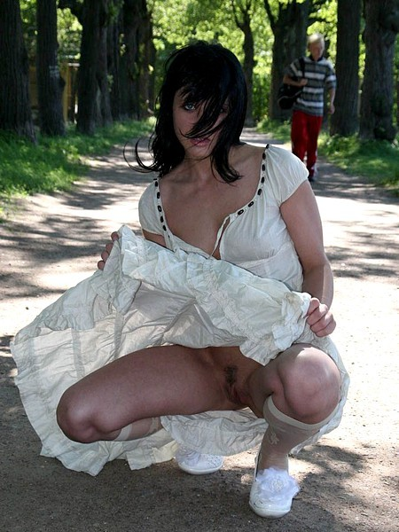 girlsgoingcommando2:  Windy upskirt