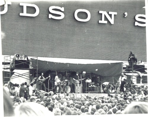 olddetroit:  Bob Seger playing at the Oakland Mall grand opening in 1968.  At the time, the crowd of 20,000 was the largest Seger and his band had played for.