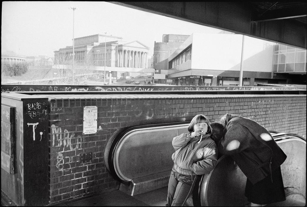 k-a-t-i-e-:  Children smoking with graffiti on walls. Liverpool, 1986 Ian Berry