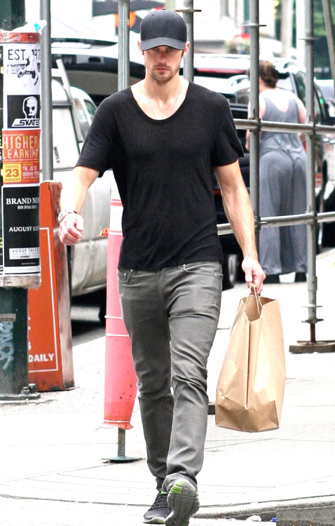Alexander Skarsgard in Vancouver (August 6, 2012) *Original courtesy of Just Jared