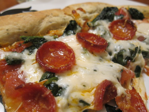 thingsfaitheats:  Pizza: pepperoni, spinach and mozzarella with a basil crust