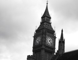 jesusamenfashion:  Moody sky over Big ben, photo by me