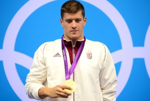 "positive-press-daily:   Gold Medalist Makes Copy Of Medal For Fallen Competitor And Friend  Hungary's Daniel Gyurta won gold in the 200m breaststroke in London, but in his mind, only because his friend Alexander Dale Oen wasn't there. Dale Oen was a 26-year-old Norwegian swimmer who had won the 100m breaststroke less than one year ago at the world championships. Following that victory he was a favorite to win at least the 100m in London, but perhaps also the 200m race that Gyurta won earlier this week. But Dale Oen couldn't be in London, because on May 1st of this year, during a pre-Olympic training session, he had a heart attack and died. It turns out Dale Oen suffered from what's called atherosclerotic coronary artery disease, a condition that typically effects the elderly or those with ""sedentary lives."" Or in Alexander Dale Oen's case, those with really bad luck. So in tribute to his friend, Daniel Gyurta is having a duplicate of his gold medal made in honor of Dale Oen. ""I'm sure that he would have won the 100 here in London,"" Gyurta said. ""This is the least I can do to pay respect to my friend."" The Hungarian swimmer plans to send the duplicate to Dale Oen's family."