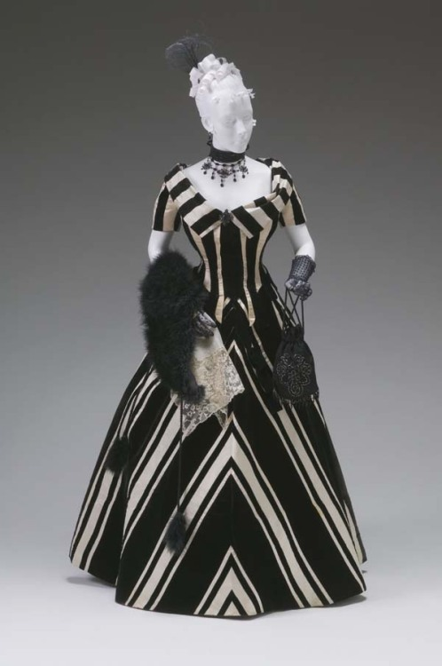 omgthatdress:  Evening Dress Jacques Doucet, 1890s The Mint Museum  Do I even have to say it anymore? Tim Burton. TARDIS. Stop. xD
