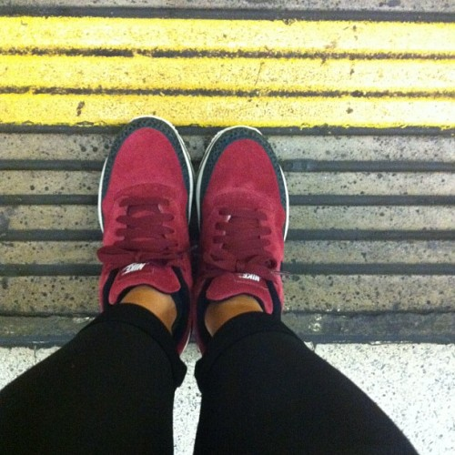 First 'today' upload from the underground #bigeyeslittlesoles #chicksinkicks #chickswithkicks #bigeyeslittlesoles #sneakers #trainers #nike #iD #nsw #tfl #london #ldn #fromwhereistand #igsneakercommunity #bigeyeslittlesoles  (Taken with Instagram)