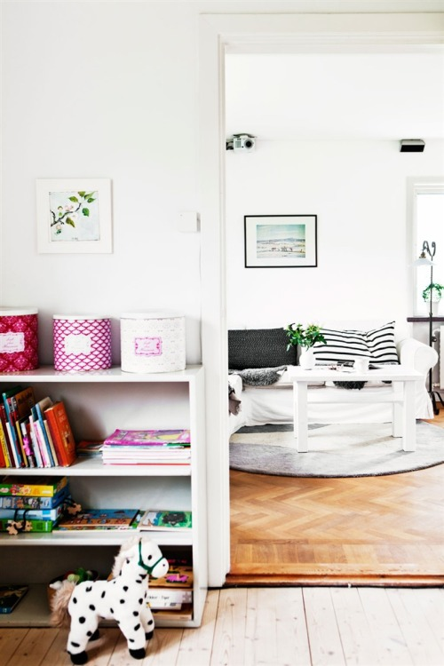 fromscandinaviawithlove:  A home in Sweden. Photo by Ester Sorri for Hus & Hem.