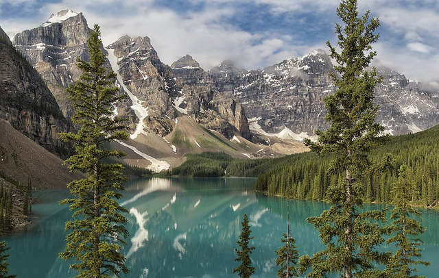 (via Moraine Lake classic | Flickr - Photo Sharing!)