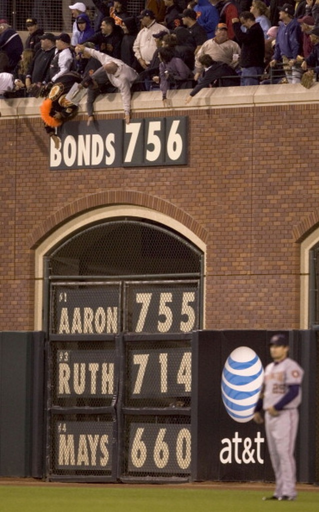BACK IN THE DAY |8/7/07| Barry Bonds breaks Hank Aaron's record by hitting his 756th home run.