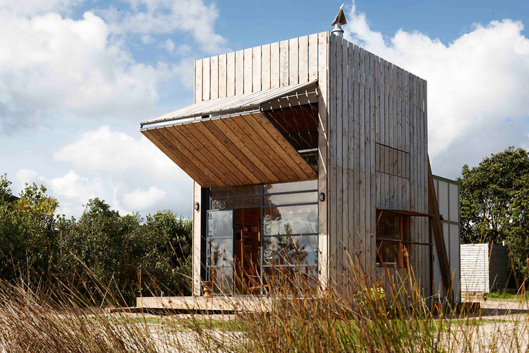 A sliding beach house that can be moved back from the water to combat erosion. Love it.  (via 1 | A Portable Beach House, Built On Sleds | Co.Design: business innovation design)