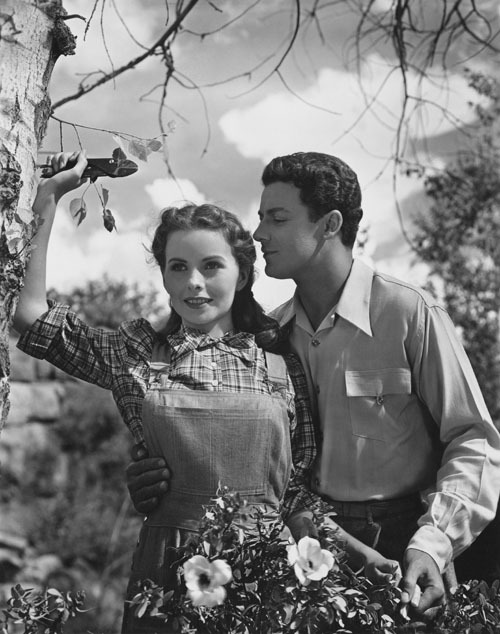 "the-asphalt-jungle:  Jeanne Crain and Cornel Wilde - ""Leave Her To Heaven"" (1945)"