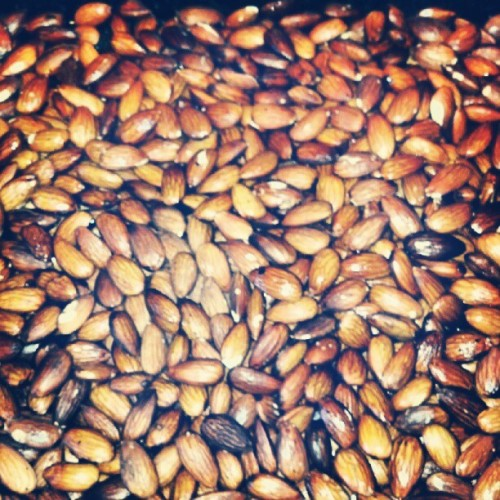 Oven roasted almonds. #dayoff #homemade  (Taken with Instagram)
