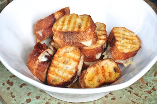 phoods:  (via Patio Snacks: mini grilled cheese sandwiches with crudités - Olive Oil and Lemons)