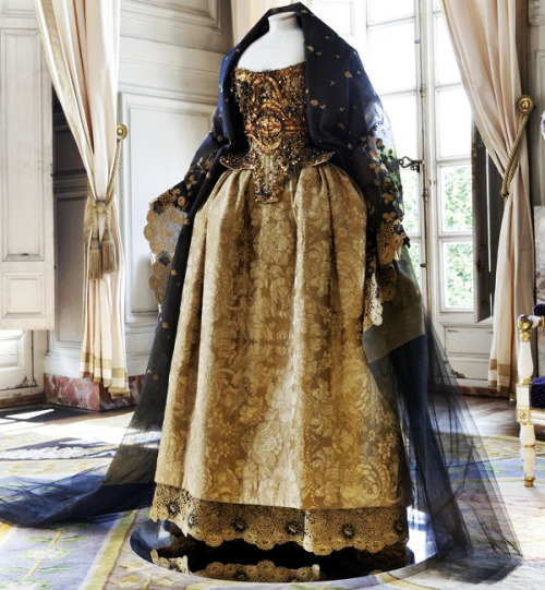 game-of-style:  Selyse Baratheon - Christian Lacroix Haute Couture Autumn/Winter 1995
