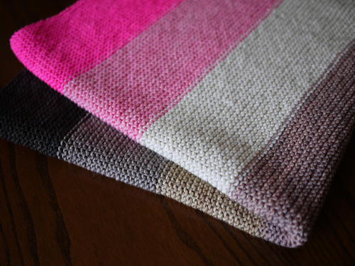 hellosmitten:  adlevy: Super Easy Baby Blanket by Purl Soho   Oh hey blanket, I knit you!