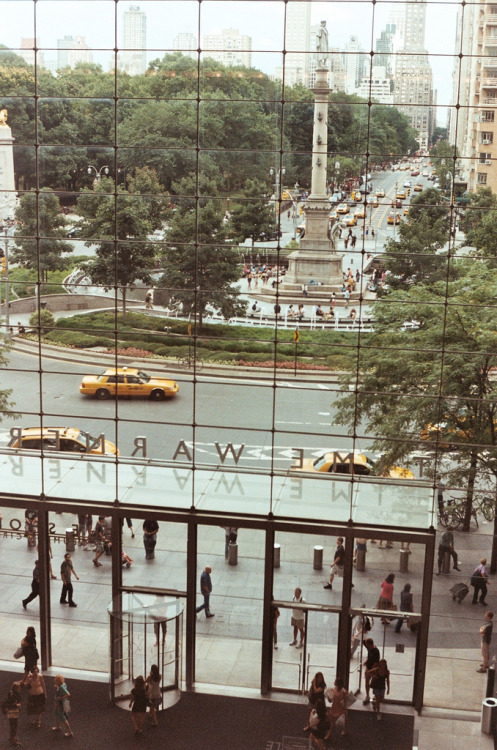 landscapelifescape:  indicio:  (by touringtub)  Columbus Circle, NYC