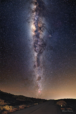 ikenbot:  Volcano Road to The Milky Way The Milky Way seen from the volcano road in Reunion Island.