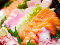 eatmebiteme:  Sashimi by yoshi_caltech on Flickr.