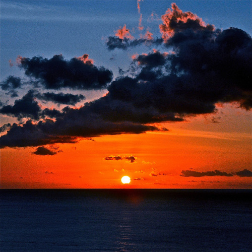 The sun go down……again by Vinny102 on Flickr.