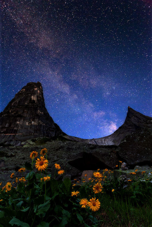 lori-rocks: Night Over Parabola by Михаил Мигушин