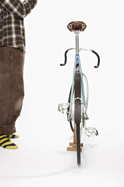 Woodguards [alternative to traditional bike mudguards] are made using re-claimed European and African timber and brightly coloured formica. They look fantastic and are very practical (they are actually lighter than your average plastic mudguards).  Each pair are hand-made in Edinburgh, with a furniture-makers skill and attention to detail.  (via Woodguards)
