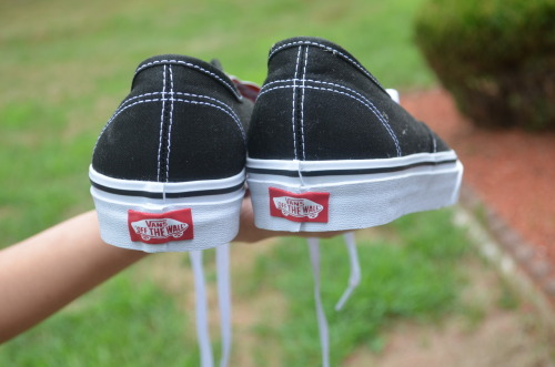 m-ngo:  buffal0-chick3n:  buffal0-chick3n:  vans off the wall(;  mine   do you think we can't see the source or something