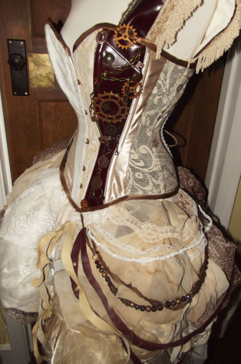 missingsisterstill: Steampunk inspired wedding dress