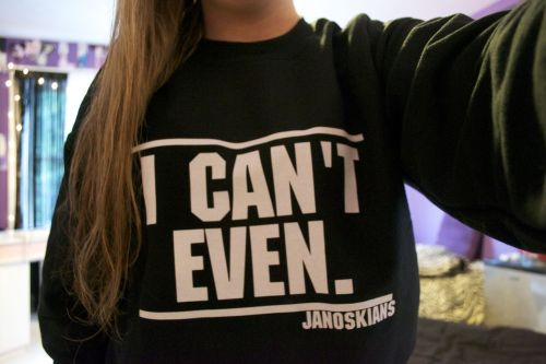 brbcuddlinq:  woahbeau:  my sexy new sweatshirt !@#$%^&*.  I want this so so bad. uGH.