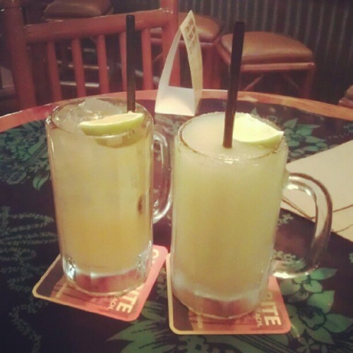 Happy hour!! Finally got my margarita :p #islands #happyhour #drinks (Taken with Instagram at Islands Fine Burgers & Drinks)