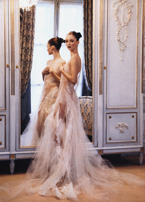 revesdesyeux:  Vogue US (March 1999)Ravishing CoutureArthur Elgort photographs Audrey Marnay