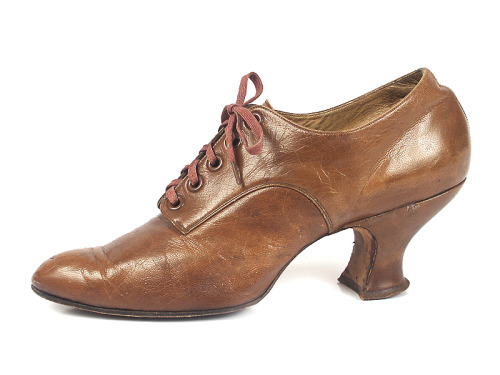 (via Shoe-Icons / Shoes / Brown Leather Tea Time Shoes)