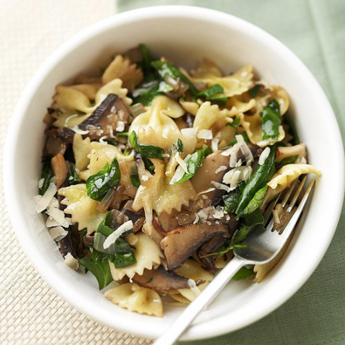 Farfalle with Mushrooms and Spinach (via 20 Healthy Dinner Recipes Under $3)