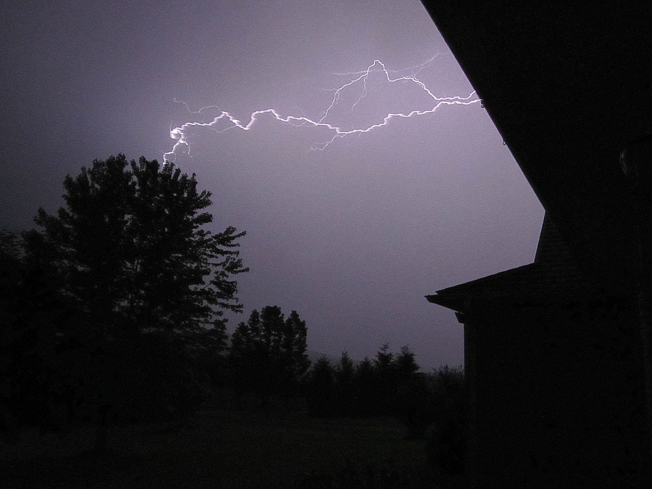 i love taking lightning pics…! (: