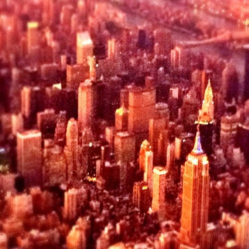 The Empire State #sunset #colorinspiration #nyc #landing #cityscape #inflight #empirestate  (Taken with Instagram)
