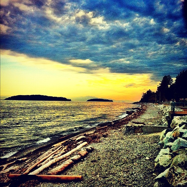 Sun goes down #sunset #sea #ocean #bc #sunshinecoast #instagram #iphoneography #iphonesia #photooftheday #iphone #iphoneonly #jj #instagood #iphone4 #ig #igers #instagramhub  #instamood #mytravelgram  (Taken with Instagram at Sechelt Beach)