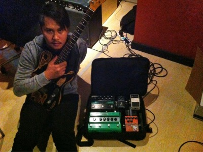 Ernest, Cokelat guitarist, with his Pedalgazer Wide-n-Lite